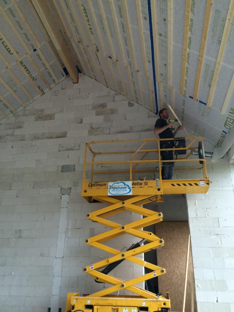 Dachlatten lassen sich auch anschrauben