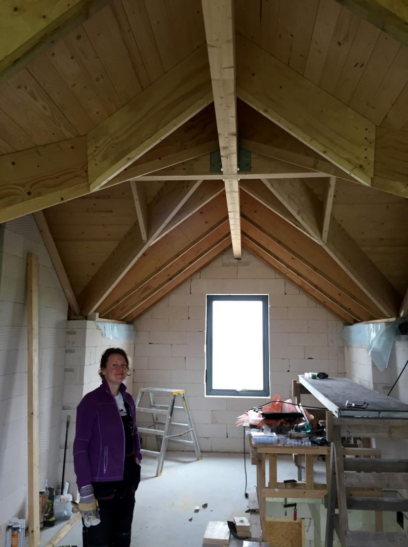 Dachkonstruktion im Buero bevor alles unter der Dampfsperre verschwindet