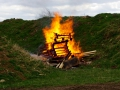 Endlich wieder Feuer - Rituelle Verbrennung der Ytong-Paletten