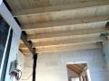 Balken und Bodenbelag fertig - aus der Waschkueche fotografiert